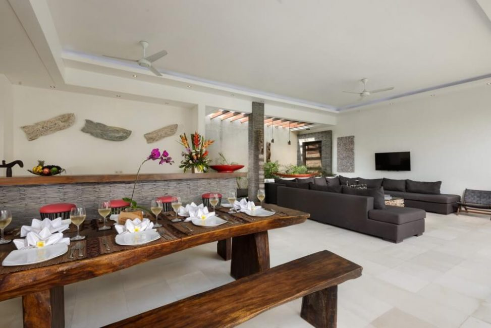 Villa-Kyah-Bali-Dining-Table-Living