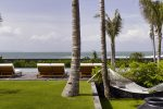 Arnalaya Beach House loutdoor living beachfront