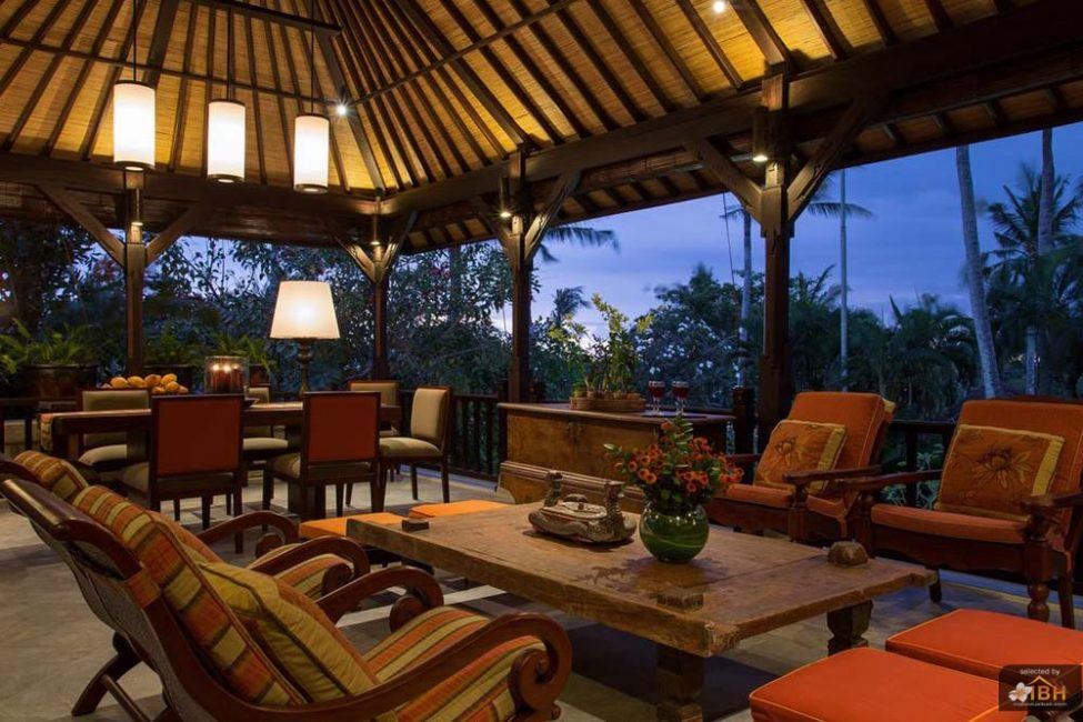villa-senja-bali-open-living-night-view