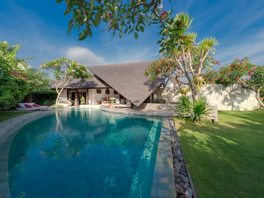 15-The Layar 3 bedroom Pool and gardens