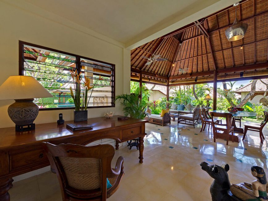5. Villa Kedidi Writing desk