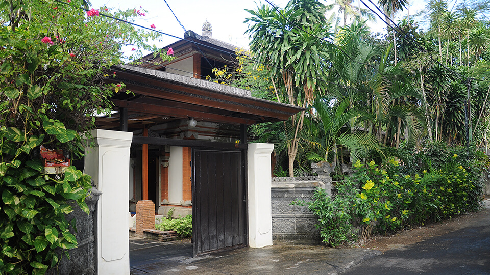 11. baliana-villa-legian-entrance