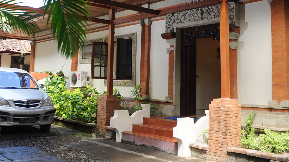 12. baliana-villa-legian-entrance2
