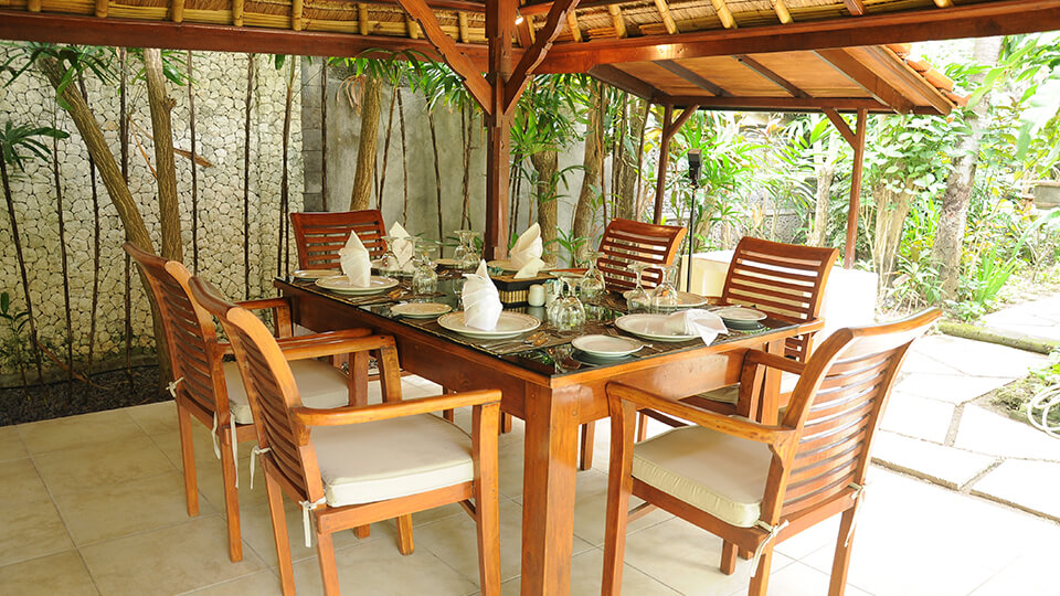 8. baliana-villa-legian-dining-outdoor